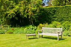 Ogrodowa ławka Zdjęcia Royalty Free
