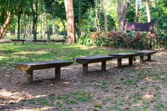 Ogrodowa ławka w ogródzie Zdjęcia Stock