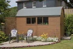 Ogrodowa jata i mały patio Zdjęcia Royalty Free