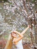 ogrodowa okwitnięcie dziewczyna Zdjęcie Royalty Free