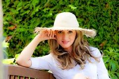 ogrodowa relaksująca kobieta Zdjęcie Stock