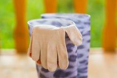 Ogrodowe rękawiczki i gumowi buty Obrazy Royalty Free