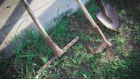 Ogrodowi narzędzia łopata, siekacz i świntuch, w górę zdjęcia royalty free