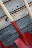 Ogrodowi narzędzia na drewnianych tło Obrazy Stock