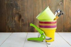 Ogrodowi narzędzia z kolorowym pustym klingerytem puszkują dla siać, Domowy Obraz Royalty Free