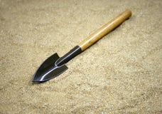 Ogrodowi narzędzia na piasku Obrazy Stock