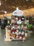 Ogrodowi towary dla sprzedaży przy kwiatu sklepem TX Obrazy Royalty Free