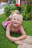 ogrodowy chłopiec litlle relaksuje Fotografia Stock