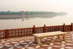 ogrodowy jamuna mahal nad przeglądu rzeki taj fotografia stock