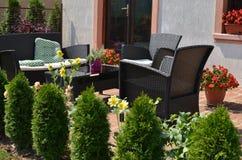 Ogrodowy meble w Domowym podwórzu Zdjęcie Royalty Free