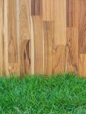 Ogrodowy ogrodzenie - drewniana trawa Fotografia Stock