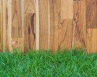 Ogrodowy płotowy drewno i trawa Obrazy Stock