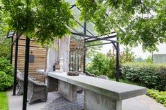 Ogrodowy projekt z dachem zielony dom Zdjęcie Stock