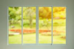 Ogrodowy widok przez okno Fotografia Royalty Free