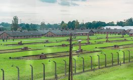 Ogrodzenia i koszarują przy Nazistowskim koncentracyjnym obozem birkenau w Oswiecim, Polska, UNESCO światowe dziedzictwo zdjęcie royalty free