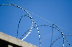 Ogrodzenie dla granicy z zbrojonym betonem obraz royalty free