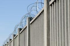 Ogrodzenie dla granicy z zbrojonym betonem fotografia royalty free