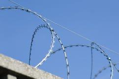 Ogrodzenie dla granicy z zbrojonym betonem zdjęcia stock