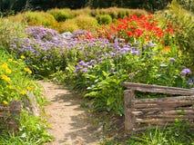 ogrodzenie krajów wiejskiego ogródek uprawiają światła Obrazy Royalty Free