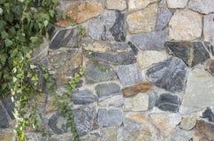 Ogrodzenie ornamentacyjny kamień, promienia tło stylizował w naturalnym dzikim kamieniu Fotografia Royalty Free