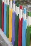 Ogrodzenie w postaci barwionych ołówków Zdjęcia Royalty Free