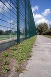 ogrodzenie wokół pól piłki nożnej zdjęcia stock
