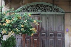 Ogrodzenie wzdłuż pomarańcze Obraz Royalty Free