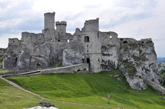 Ogrodzieniec城堡,波兰 免版税库存图片