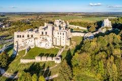 Ogrodzieniec,波兰 城堡中世纪废墟 库存图片