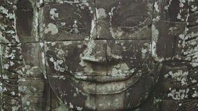 Ogromna kamienna twarz na ścianie angkor bayon Cambodia zbiory wideo