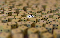 Ogromna liczba żółci kostka do gry Zdjęcia Stock
