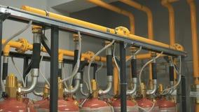 Ogromna liczba benzynowe butle łączy pojedynczy rurociąg który ximpx paliwo firma Kolor żółty i chrom zbiory