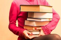 Ogromna liczba książki w rękach kobiety Zdjęcia Royalty Free
