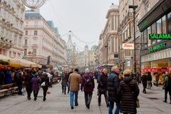 Zakupy uliczny Graben w zimy mgle, Wien Zdjęcia Royalty Free