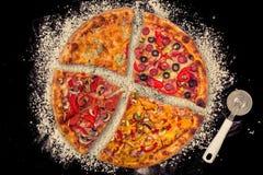 Ogromna międzynarodowa pizza na mąki tle Zdjęcia Stock