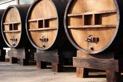 Ogromne drewniane baryłki fotografia stock