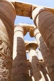 Ogromne kolumny Karnak świątynia - Egipt Obraz Stock