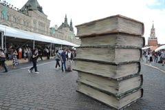 Ogromne książki Model Zdjęcia Royalty Free