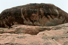 Ogromni kamienie patrzeją w ten sposób niebezpiecznymi Zdjęcia Royalty Free
