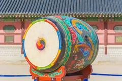 Ogromny ceremonialny bęben przy Gyeongbokgung pałac Zdjęcia Stock