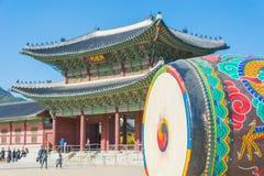 Ogromny ceremonialny bęben przy Gyeongbokgung pałac Zdjęcie Stock
