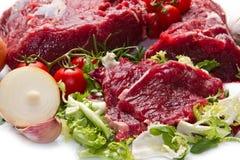 Ogromny czerwonego mięsa kawał odizolowywający nad bielem Zdjęcie Stock
