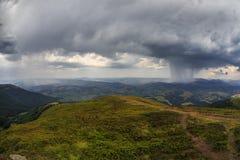 Ogromny deszcz w górach Zdjęcie Stock