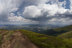 Ogromny deszcz w górach Obraz Stock
