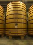 Ogromny, pozyci beczka w którym piwo lub wino starzejemy się. obraz stock