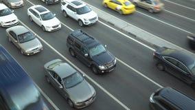 Ogromny samochodowy ruch drogowy na miasto autostrady timelapse ruchu zbiory