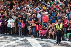 Ogromny tłum widzów gromadzenia się Dla Atlanta smoka przeciwu parady Zdjęcia Royalty Free