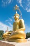 Ogromny złoty Buddha przy świątynią Zdjęcie Royalty Free