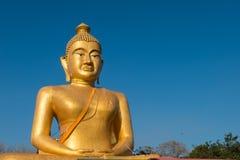 Ogromny złoty Buddha przy khao kiaw świątynią w ratchaburi Thailan Obraz Stock