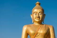Ogromny złoty Buddha przy khao kiaw świątynią w ratchaburi Thailan Obrazy Royalty Free
